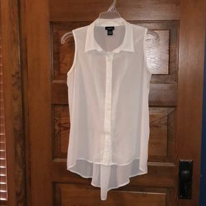 Rue 21 Sleeveless White Button-Up Blouse